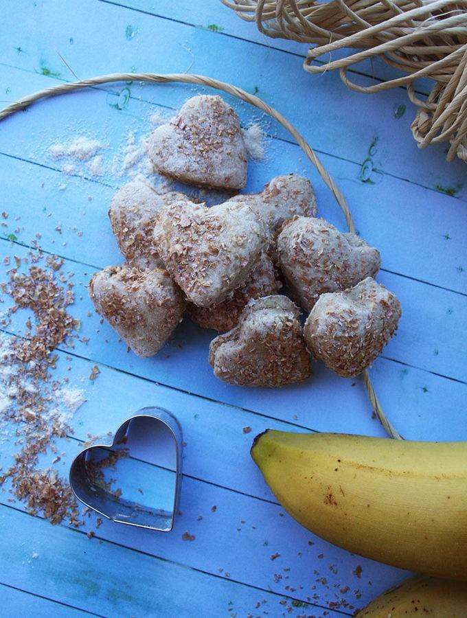 biscotti alla banana, con crusca in superficie