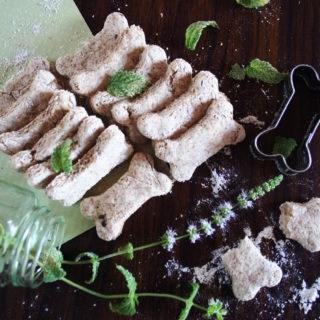 Biscotti alla menta, a forma di osso