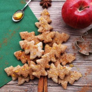 Biscotti di Natale per cani, con mela e cannella